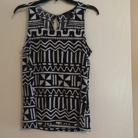 Forever 21 Tops - Black and White Print Tank Top